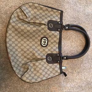 GUCCI Handbag Patterned Inside Metal logo Design